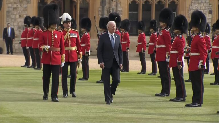 The president inspected the Guard of Honour