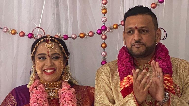 Al Patel difoto di hari pernikahan mereka