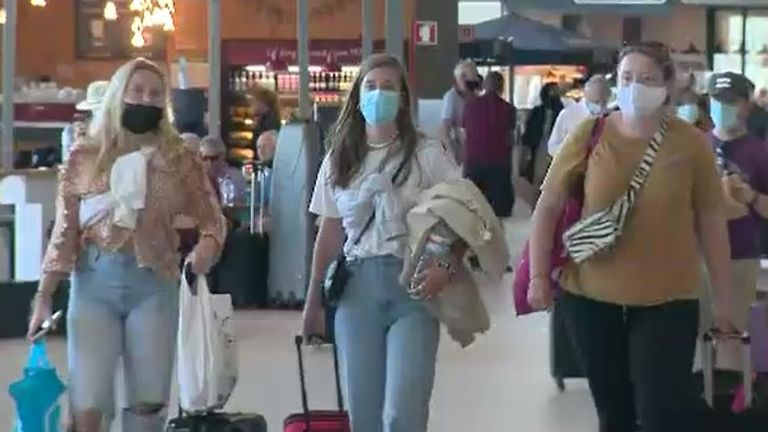 Britons scramble to leave Portugal on last day before coronavirus quarantine restrictions come into force