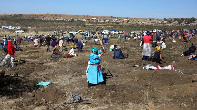Fortune seekers flocked to the village of KwaHlathi outside Ladysmith, in KwaZulu-Natal province