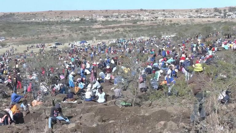 More than 1,000 fortune seekers on Monday (June 14) flocked to the village of KwaHlathi in South Africa's KwaZulu-Natal province in search of what they believed to be diamonds after a discovery of unidentified stones in the area.