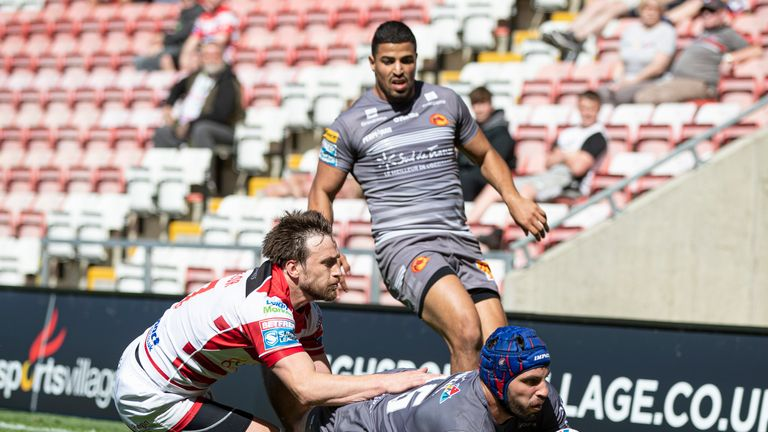 Catalans went top of the Super League table after defeating winless Leigh Centurions