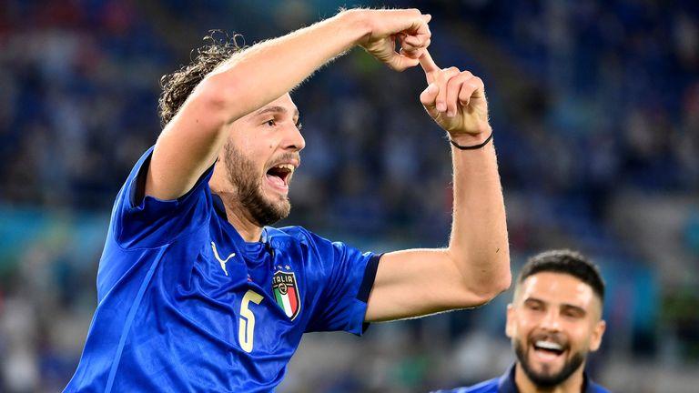 Italy beat Switzerland to progress to the last 16