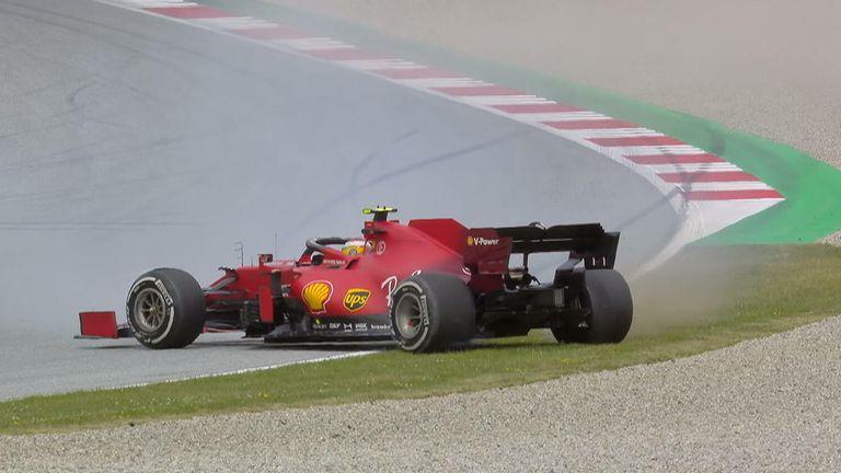 Carlos Sainz geht in Kurve 5, nachdem er im zweiten Training vor dem Steiermark Grand Prix seinen Hintern blockiert hat