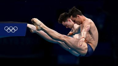 Daley and Lee take synchro diving gold