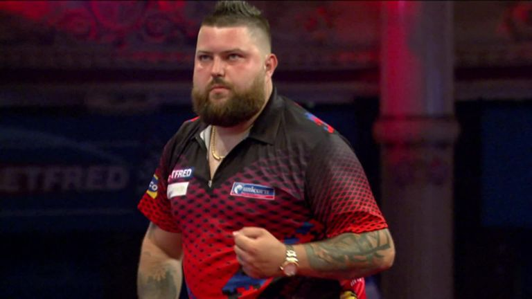Michael Smith produced a sublime 136 checkout to break Searle's throw in leg eight