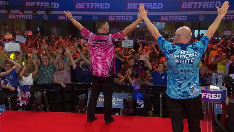 The fans at the Winter Gardens join Daryl Gurney and Ian White for a beautiful rendition of 'Sweet Caroline' at the World Matchplay.