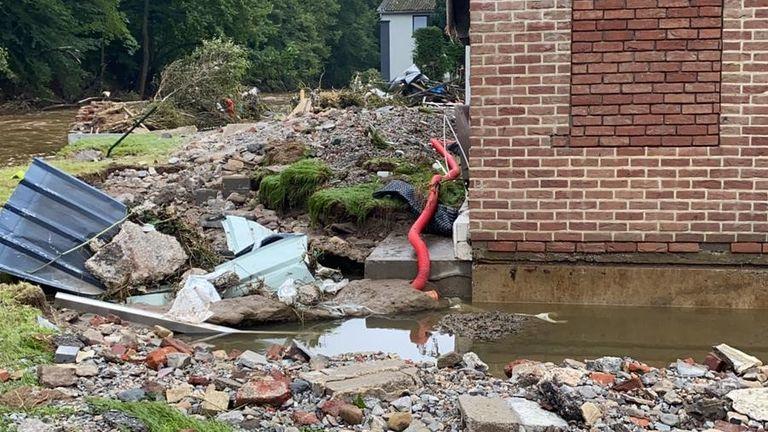 La città belga di Pepinster è stata devastata dalle inondazioni attribuite al cambiamento climatico تغير