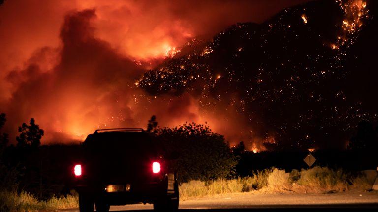 बताया जा रहा है कि आग काबू से बाहर हो गई है