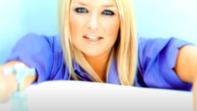 Emma Bunton released What I Am with Tin Tin Out in 1999. Pic: YouTube/TinTinOutVEVO