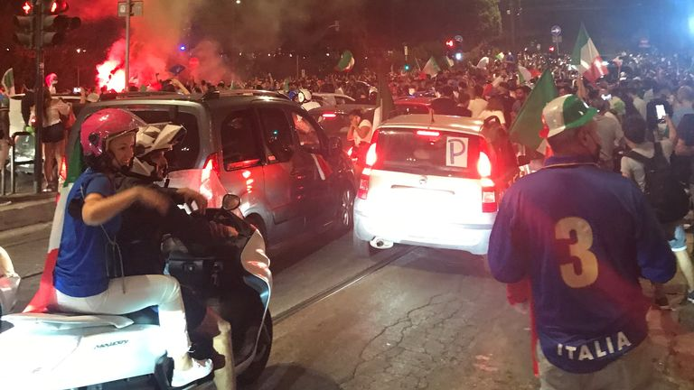 Italian fans observe  Euro 2020 triumph  successful  Rome