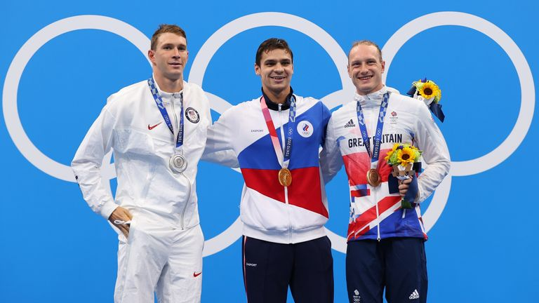Tokyo 2020 Olympics - Swimming - Men's 200m Backstroke - Medal Ceremony - Tokyo Aquatics Centre - Tokyo, Japan - July 30, 2021. Evgeny Rylov of the Russian Olympic Committee, Ryan Murphy of the United States and Luke Greenbank of Britain pose on the podium with the gold, silver and bronze medal respectively REUTERS/Marko Djurica