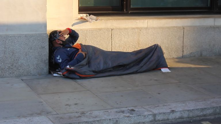 Around 75,000 people in England who are either homeless or at risk of becoming homeless are also managing to work.