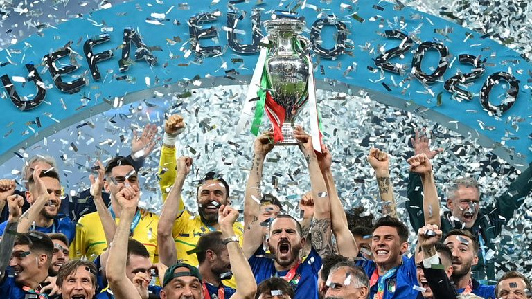 Italy lift the trophy after winning Euro 2020