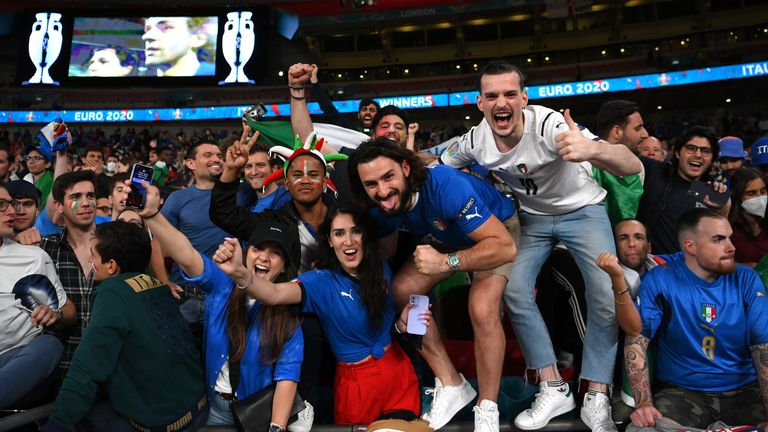 Italy fans celebrate after winning Euro 2020