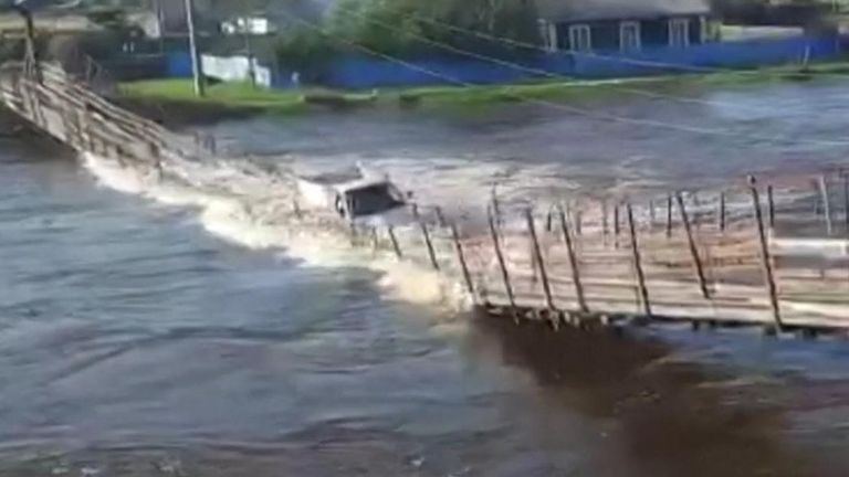 Suspension bridge collapses in Russia