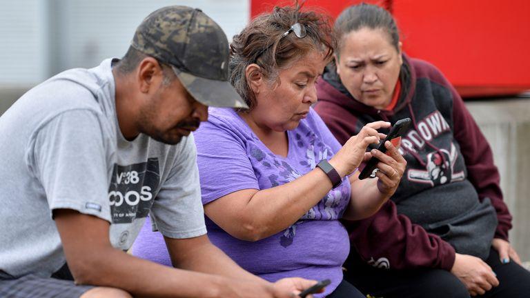 एक खराब फोन सिग्नल ने परिवारों को अपने प्रियजनों के भाग्य का पता लगाने के लिए छोड़ दिया है