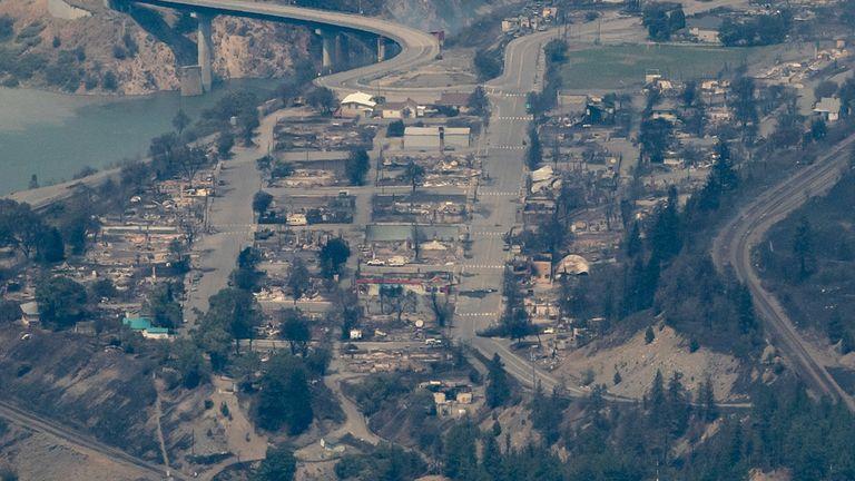 लिटन का शहर काफी हद तक नष्ट हो गया था।  तस्वीर: AP . के माध्यम से कनाडाई प्रेस