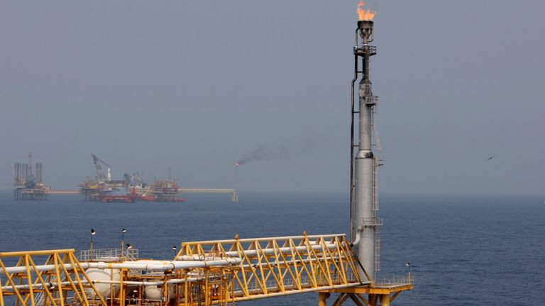 """A fuel burner is seen at Mexico's state-run oil monopoly Pemex platform """"Ku Maloob Zaap"""" in the Northeast Marine Region of Pemex Exploration and Production in the Bay of Campeche April 19, 2013. REUTERS/Victor Ruiz Garcia"""