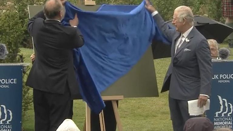 Prince Charles unveils plaque at memorial to fallen police officers