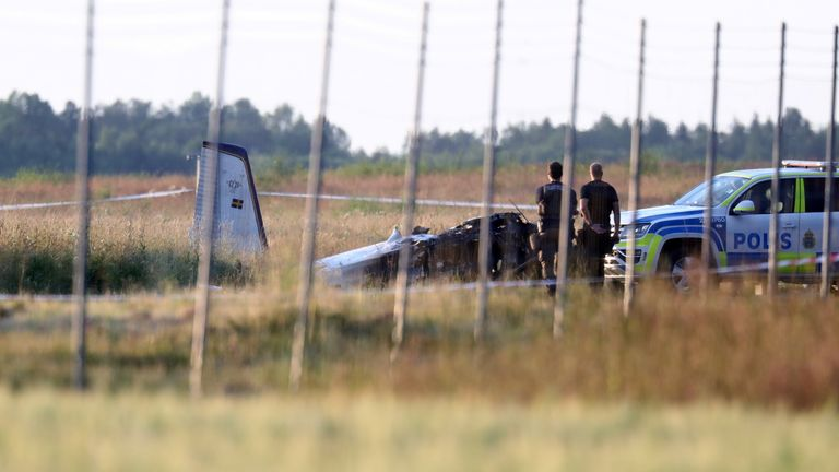 The aircraft was carrying eight skydivers and one pilot