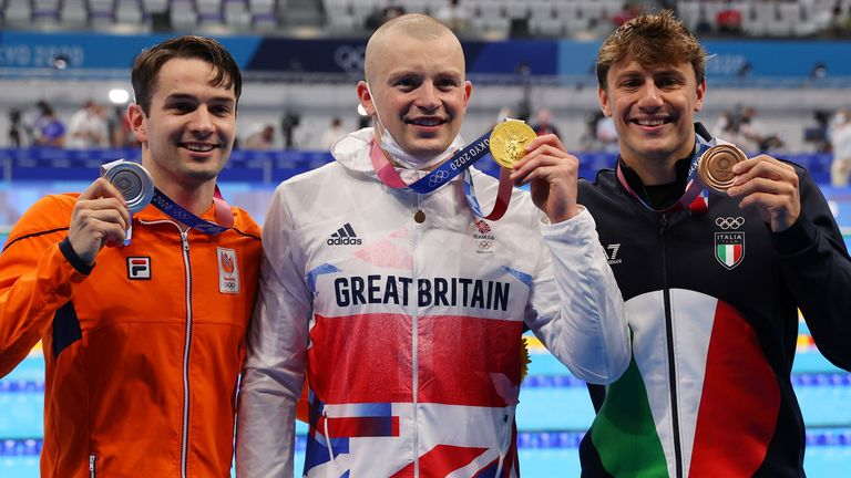Adam Peaty comfortably beat the chasing pack, with Arno Kamminga of the Netherlands taking silver and Nicolo Martinenghi of Italy finishing third.