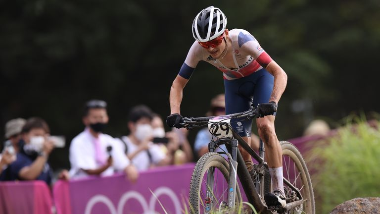 Great Britain'sTom Pidcock has won the gold medal in the men's cross country mountain biking at the Tokyo Olympics.
