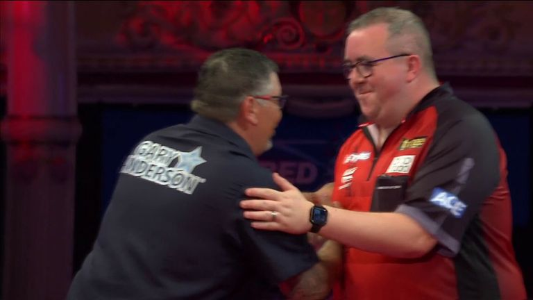 Gary Anderson makes it comfortably through against Stephen Bunting 10-5 in the World Matchplay.