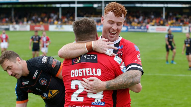 Highlights from the Betfred Super League clash between Castleford Tigers and Salford Red Devils