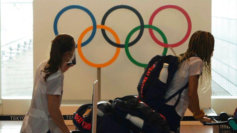 Il corrispondente di Sky Sports News Jeren Hughes ha le ultime notizie sull'aumento dei casi di coronavirus alle Olimpiadi di Tokyo