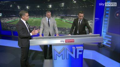 Nev, Carra analyse Perez red card