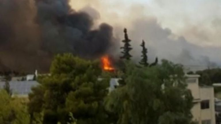 Blaze continues in suburb of Athens