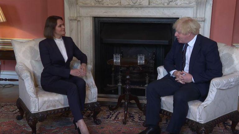 Svetlana Dikanovskaya møter Boris Johnson på Downing Street
