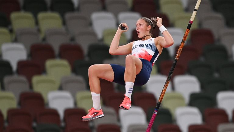 Tokyo 2020 Olympics - Athletics - Women's Pole Vault - Final - Olympic Stadium, Tokyo, Japan - August 5, 2021. Holly Bradshaw of Britain in action REUTERS/Dylan Martinez