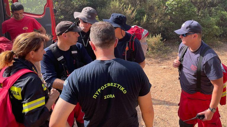 Les pompiers britanniques aident à combattre les incendies dans le Péloponnèse, en Grèce