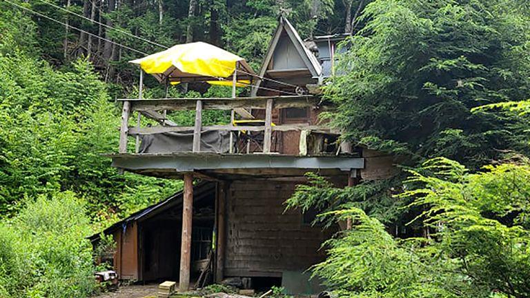 David Lidstone ha costruito il suo cottage e vi ha vissuto per quasi tre decenni.  Pic: Jodie Gedeon via AP