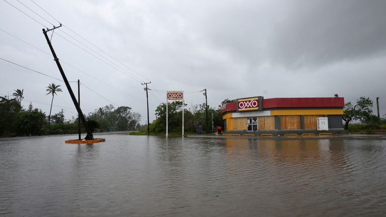 A road next to a convenience store is flooded after Hurricane Grace hit the coast with torrential rains, in Costa Esmeralda, near Tecolutla, Mexico on August 21, 2021. REUTERS / Yahir Ceballos