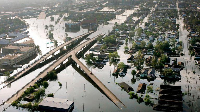 ハリケーンカトリーナが2005年に壊滅的な洪水を引き起こした後の水中のニューオーリンズ写真:AP写真/デビッドJ.フィリップ