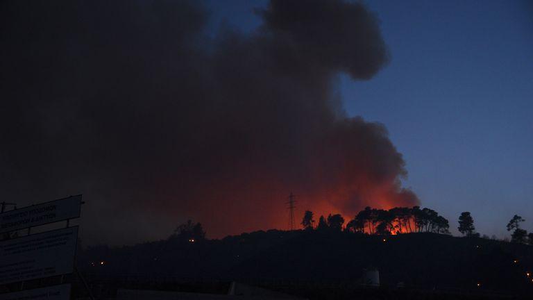 Il fumo si alza durante un incendio boschivo vicino al villaggio di Lamperi, a ovest di Patrasso, in Grecia, sabato 31 luglio 2021. Pic: AP