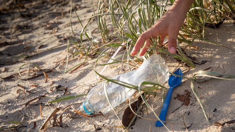 The consultation would seek to ban single-use plastic cutlery, with alternative reusable alternatives made available to businesses.
