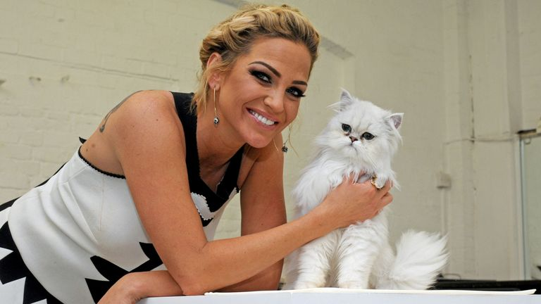 THIS IS NOT THE WINNING CAT.Sarah Harding with Hudson the cat during a competition by O2 to find a new cat for their advert at Pineapple Dance Studios in London. PRESS ASSOCIATION Photo. Picture date: Wednesday April 29, 2015. See PA story SHOWBIZ Harding. Photo credit should read: Lauren Hurley/PA Wire