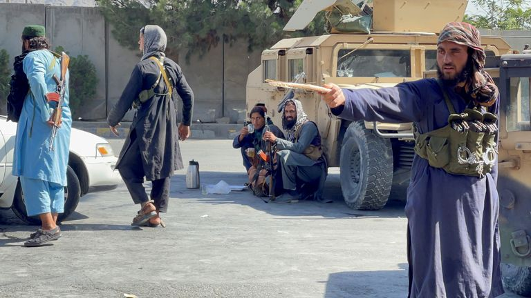 Taliban forces block the roads around the airport in Kabul, Afghanistan August 27, 2021. REUTERS/Stringer NO RESALES. NO ARCHIVES