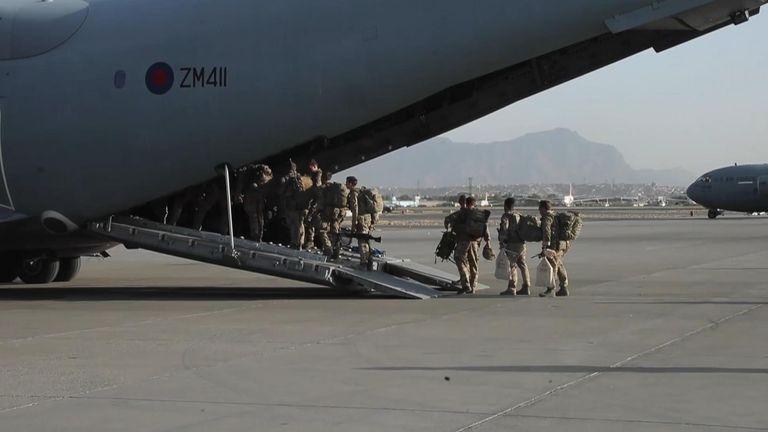 Afghanistan: British troops leave Kabul