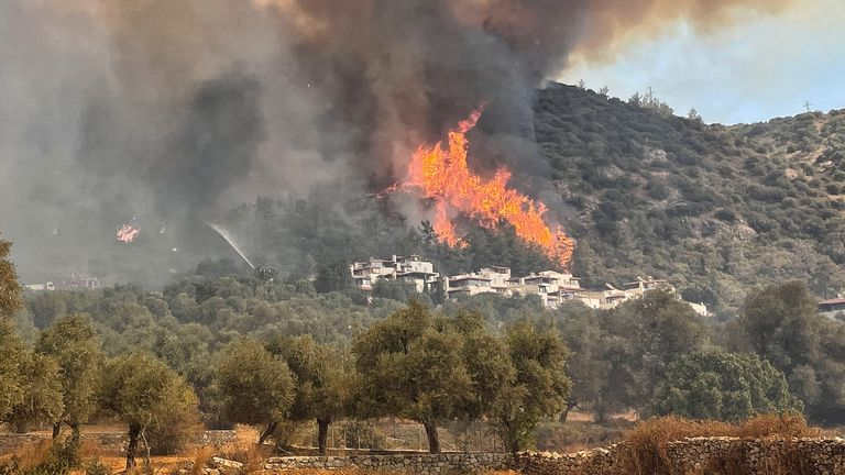 Fires continue to ravage parts of southern Turkey