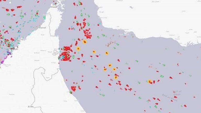 Les navires touchés au large des Émirats arabes unis sont surlignés en orange.  Pic: MarineTraffic