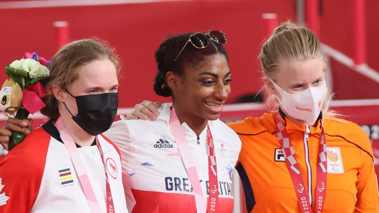 Kadeena Cox retained her Paralympic title in style