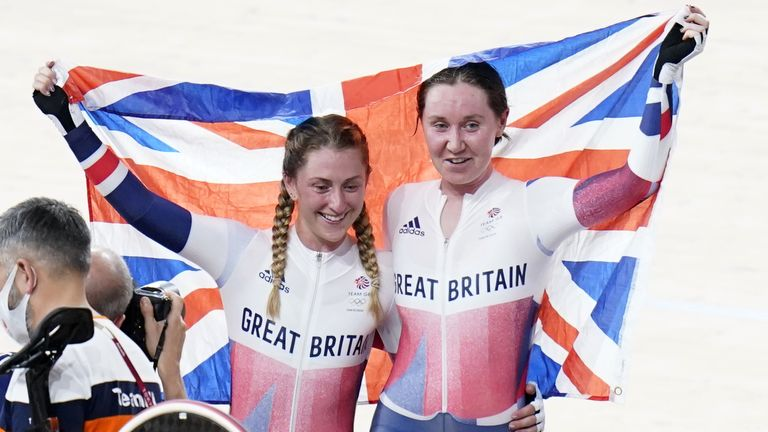 Katie Archibald and Laura Kenny celebrate winning their gold medal