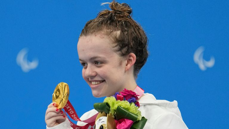 Maisie Summers-Newton receiving her second gold medal of the Tokyo Paralympic Games