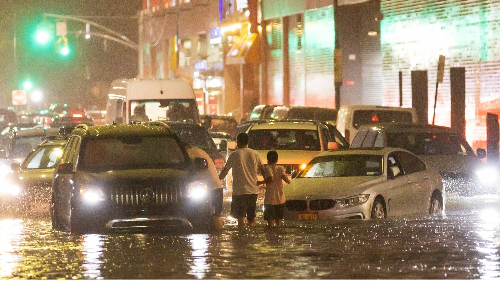 Извънредно положение в Ню Йорк заради проливни дъждове и наводнения (Видео)