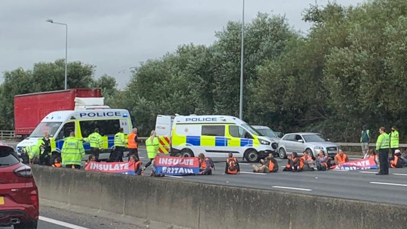M25 traffic: Drivers warned to avoid parts of motorway as ...